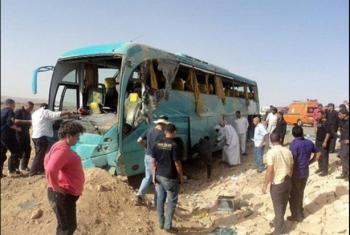 إصابة 12 شخصا في حادث انقلاب أتوبيس بطريق