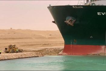 صحيفة أمريكية: المرشدين في قناة السويس أحد أسباب جنوح السفينة