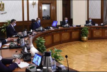 حكومة السيسي: منع الموظفين غير الملقحين من دخول المؤسسات بدءا من 15 نوفمبر