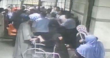 """اقتحام مستشفى حكومي لعدم وجود """"سرير"""" لحالة كورونا"""