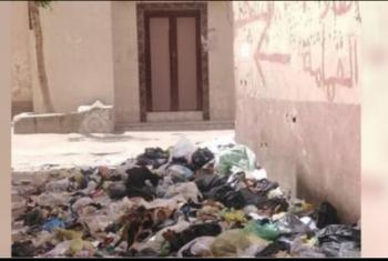 شكاوى من تراكم القمامة بجوار مسجد في أولاد صقر