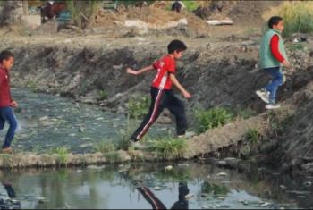 أهالي كفر حسني بههيا يطالبون بتغطية مصرف يهدد حياة أطفالهم