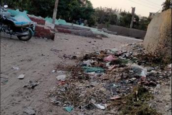 شكوى من تراكم القمامة في مدخل مقابر قرية