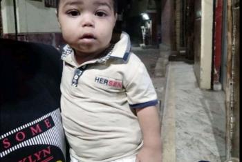 مجهول يلقي طفل أمام أحد المنازل في أبوكبير