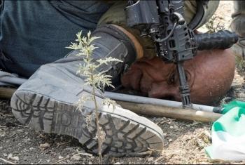 قوات الاحتلال الصهيوني تعتدي بوحشية على عجوز فلسطيني في طولكرم