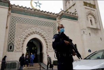 استمرارًا لحربها ضد الإسلام.. فرنسا تغلق 6 مساجد
