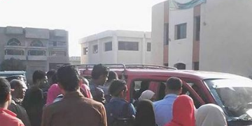 قلة المواصلات والزحام واستغلال السائقين يؤرق طلاب الجامعات بالحسينية