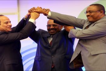 هاشتاج #توقيعك_باطل يتصدر تويتر.. ومغردون: لن نفرط في حقوق مصر