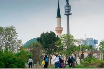 اعتقال 30 مسلما بالنمسا واستجوابهم حول صلاتهم بالمسجد