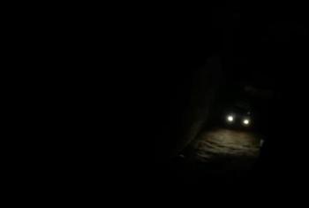 الظلام يخيم على طريق