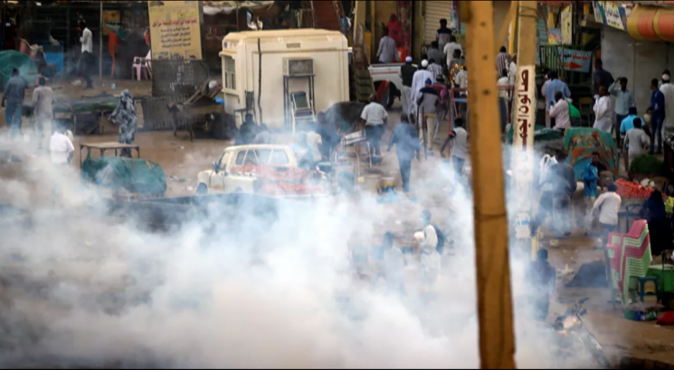 أحداث ساخنة بالسودان.. تظاهرات بالخرطوم والشرطة تطلق الغاز المسيل