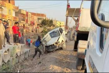 تهالك الطريق يتسبب في حادث بكفر صقر